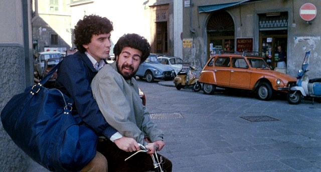 Massimo Troisi e Lello Arena in una scena del film Ricominicio da tre
