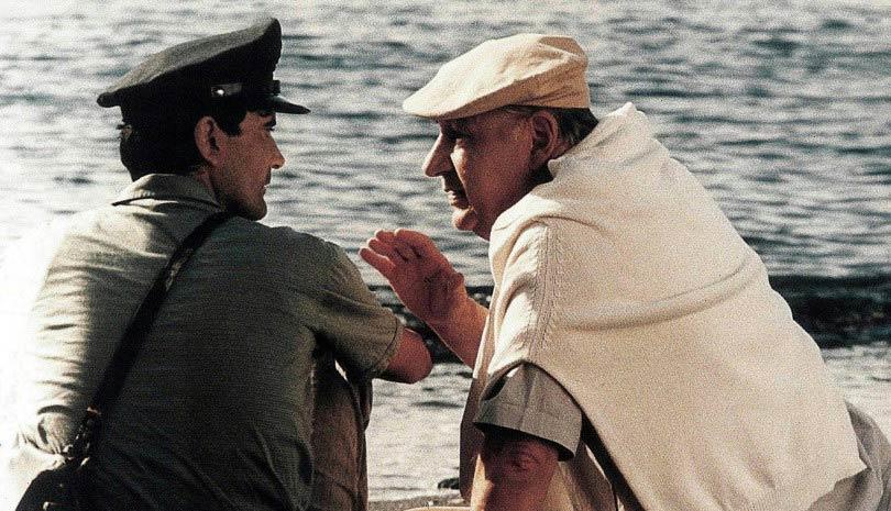 Massimo Troisi e Philippe Noiret in una scena del film il postino